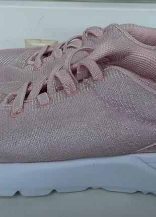 Пудровые кроссовки для девочки primark.