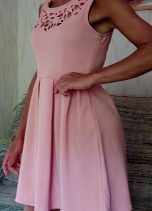 Стильное платье цвета пудры с перфорацией new york laundry.