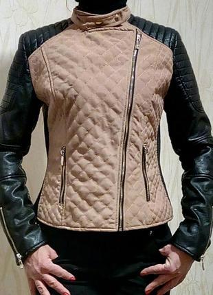 Стильная стеганная куртка-косуха с кожаными рукавами chicet je...