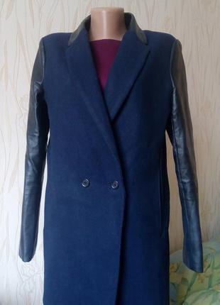 Стильное пальто-бойфренд с кожаными рукавами innocence.