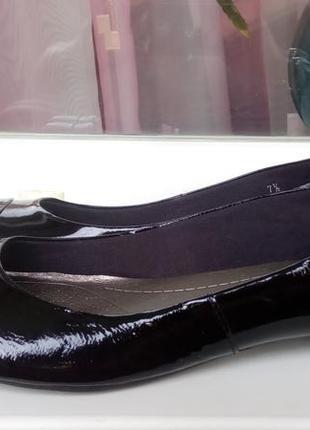 Стильные кожаные лаковые туфли-балетки marks&spencer.