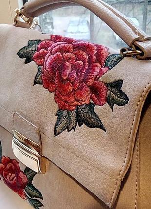 Стильная сумка с вышивкой new look.