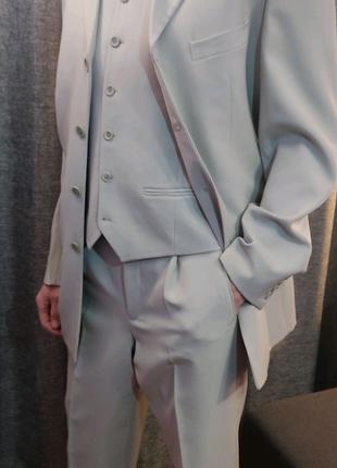 Чоловічий костюм трійка