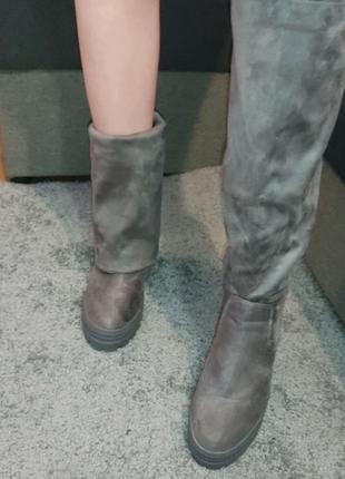 Жіночі чоботи на танкетці
