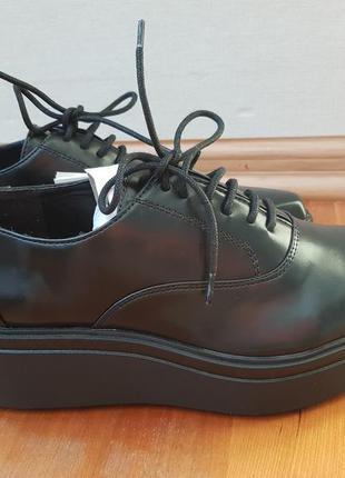 Новые кожаные ботинки zara 39р