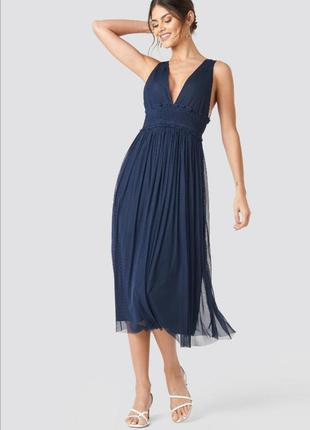 Платье миди с глубоким вырезом фатин