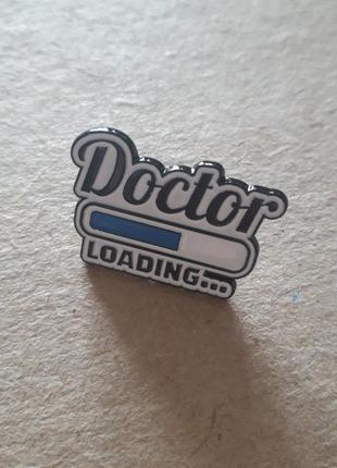Брошь доктор
