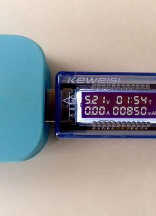 Тестер USB показывает напряжение, силу тока, время...