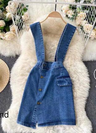 Стильный джинсовый комбинезон с юбкой на пуговицах