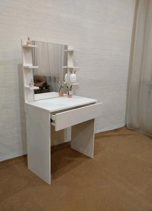 Туалетный столик, примерный стол, стол для макияжа