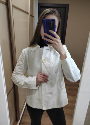 Короткий тренч для беременной белый пиджак курточка плащ для б...
