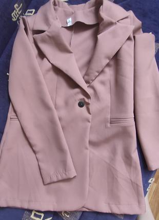 Пиджак , жакет , пиджак прямого кроя .