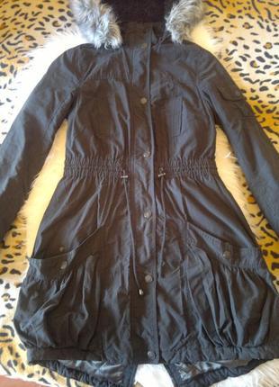 Черная парка с подкладкой длинная куртка мех серый