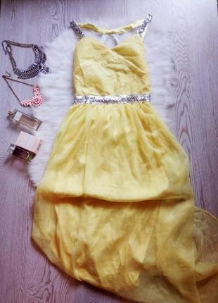 Лимонное вечернее платье в пол с серебристыми пайетками и откр...