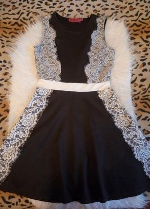 Шикарное черное платье с белыми ажурными вставками гипюра и юб...