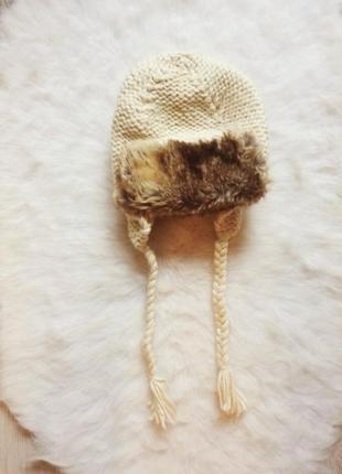 Бежевая светлая вязанная шапка с густым мехом спереди ушанка н...