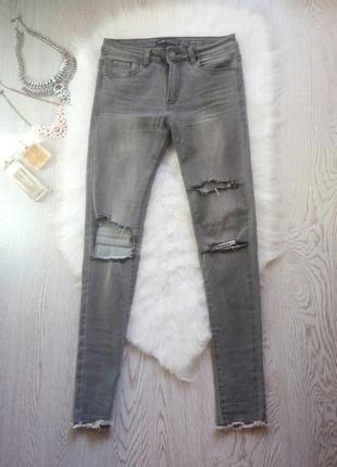Серые джинсы скинни узкачи высокая талия с прорезями на коленя...