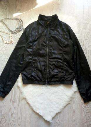 Черная мужская ветровка куртка с карманами и длинный рукав пла...