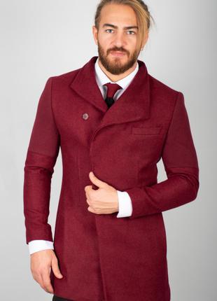Приталенное кашетное пальто с двубортным ворот
