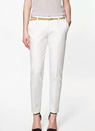 Белые классические офисные штаны брюки со стрелкой и карманами...