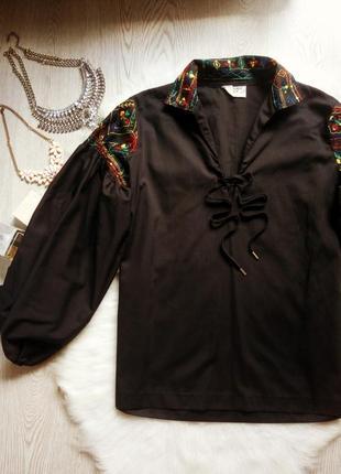 Черная рубашка с вышивкой шнуровкой широкими рукавами воланами...