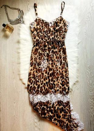 Длинное в пол леопардовое платье сарафан на бретелях с белым к...