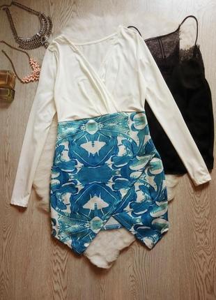 Нарядное белое цветное голубое платье на запах вырез декольте ...