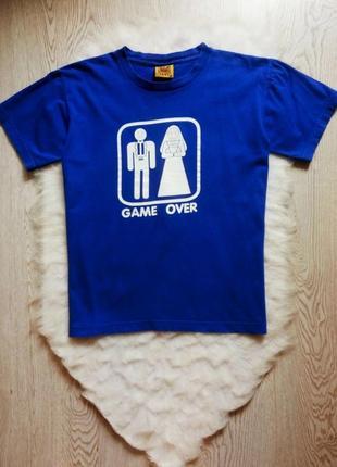 Синяя мужская натуральная  футболка с белым оригинальным принт...
