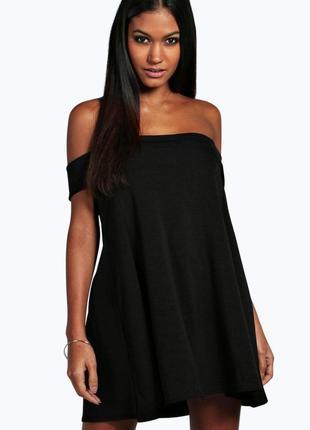 Черное короткое платье трапеция с открытыми плечами обьемные к...