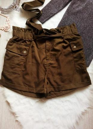 Высокие шорты на резинке с карманами поясом цвета хаки батал б...