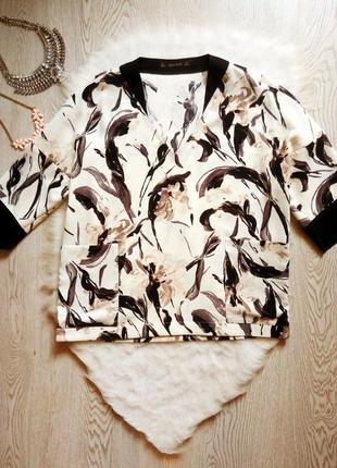 Белая блуза с черным воротником цветочным принтом рисунком с к...