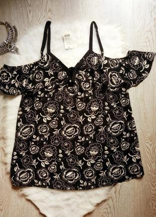 Черная блуза со шнуровкой открытыми плечами в белый цветочный ...