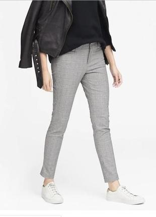 Серые классические штаны брюки в клетку со стрелками светлые д...