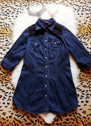 Синяя джинсовая длинная рубашка туника с черным гипюром ажурны...