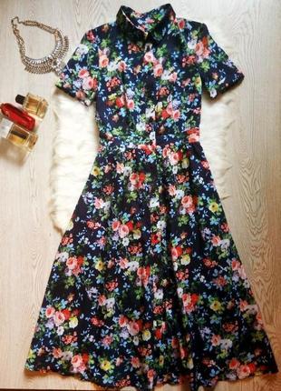 Синее длинное платье в пол шифон в цветочный принт с воротнико...