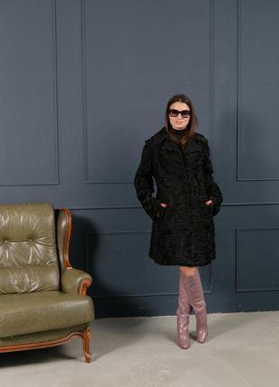 Стильное пальто из каракульчи с английским воротником шуба кар...
