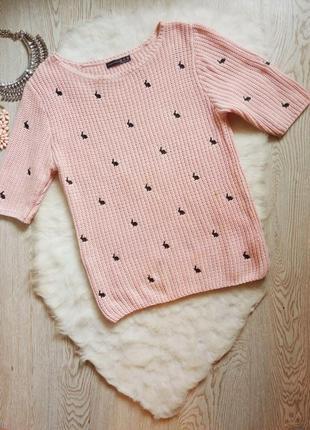 Плотный розовый свитер вязаный джемпер реглан с вышивкой черны...