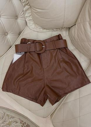 Коричневые кожаные шорты с завышенной талией