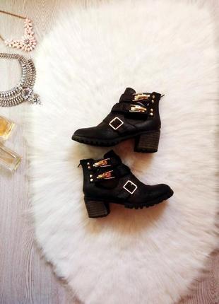 Черные ботинки на толстом каблуке ,тракторной подошве и застеж...
