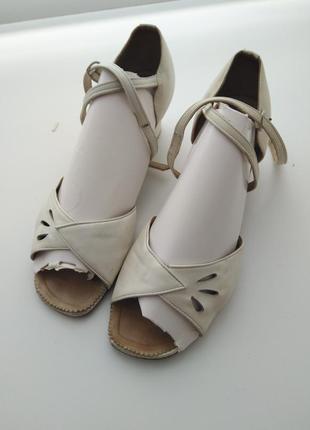 Белые кожаные туфли для танцев 36-37 размер 22,5 см