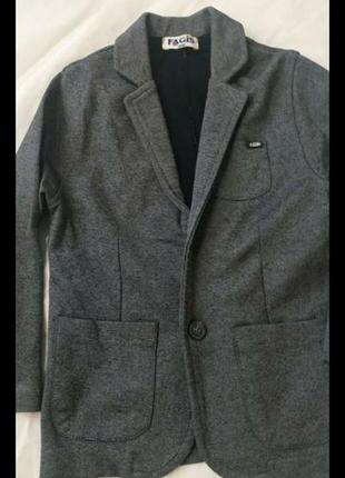 Очень красивый удобный модный  пиджак