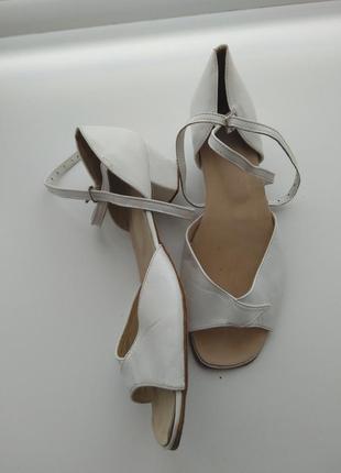 Белые кожаные туфли для танцев 36-36.5 размер 23 см