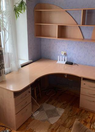 Письменный стол и книжная полка
