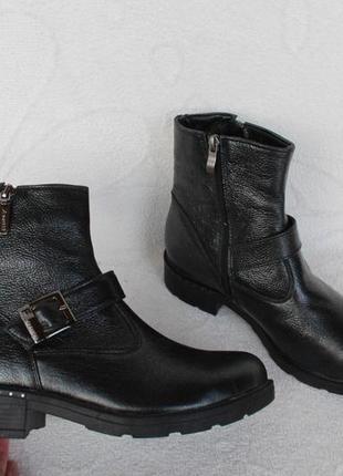 Зимние кожаные ботинки 39 размера на низком ходу