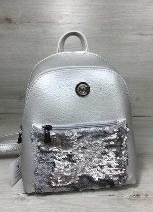 Молодежный рюкзак с пайетками серебристого цвета