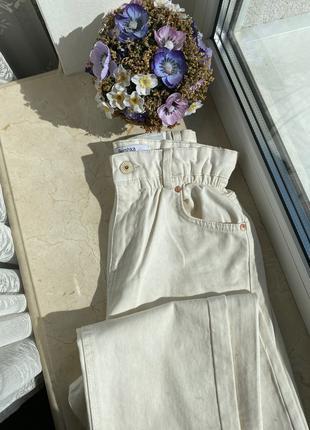 Белые прямые джинсы Bershka