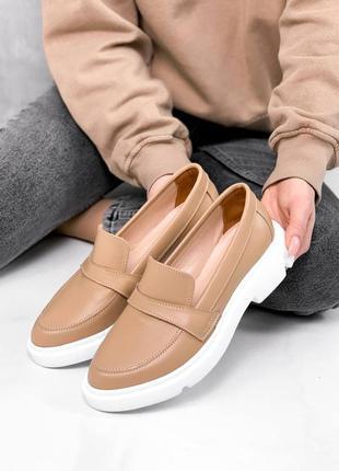 Новые женские кожаные бежевые туфли лоферы