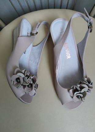 37,5 р.  next кожаные босоножки сандалии