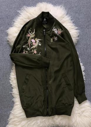 Удлиненный бомбер куртка вышитый утеплённый манжеты