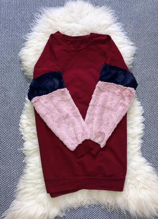 Платье свитшот меховые рукава манжеты акцентный